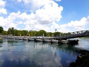 Un ponte sorretto da barche…
