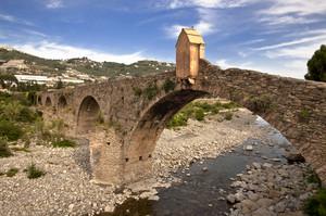 L'antico ponte sul torrente Argentina