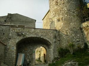 Ingresso al Borgo di Vairano Patenora