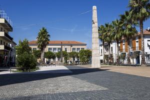 In piazza con gli obelischi