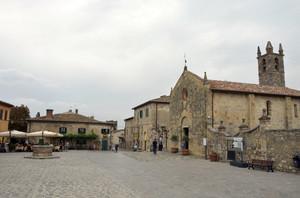 La piazza e la chiesa