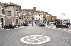 Piazza Alessandro Malice con la bussola