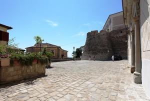 Piazza Nicola Perrotti – 2 – Benvenuti al Sud