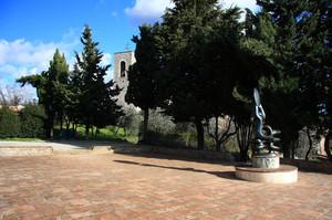 Piazza con statua