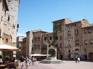 Piazza della Cisterna- SAN GIMIGNANO