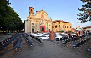 Ore 20_primi posti per la partita di scacchi