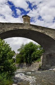 Un antico ponte sul Frodolfo