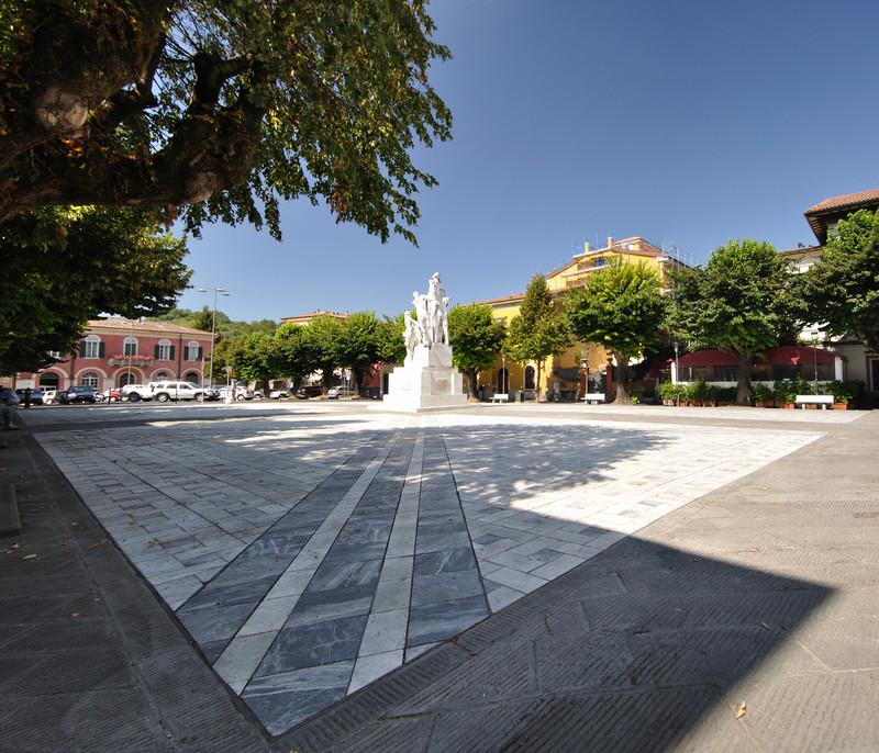 ''Piazza Ventisette Aprile'' - Carrara