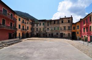 L'ampia Piazza Castello