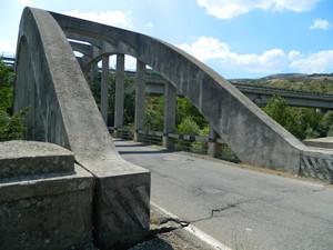 """Il ponte della vecchia statale """"Appia"""""""
