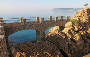 Ponte pedonale presso la Cappelletta di Alassio