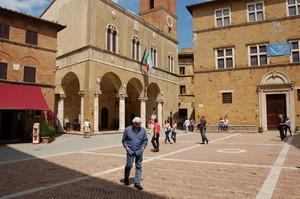 Piazza Pio II 2