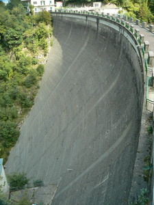 Passaggio sulla diga