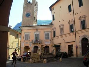 piccola piazza per un piccolo borgo