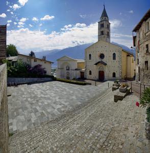 Piazza della Chiesa di Montagna in Valtellina