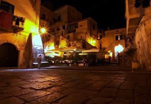 ti ho portato a cena in piazza Cantone mentre dal mare la brezza ti accarezza