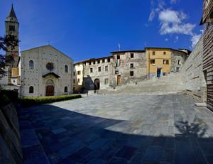La piazza della chiesa di San Giorgio