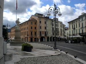 Ai piedi del Duomo