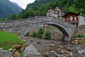Il ponte della frazione Santa Maria