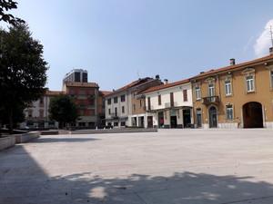 Piazza San Magno vista dalla Basilica