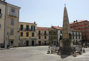 Con tanto di obelisco