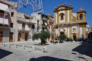 la piazza nel borgo antico