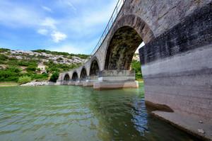 Ponte Ferroviario sul lago Is Barrocus
