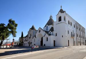 chiesa – trullo in a very littel square