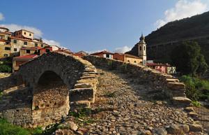 Attraversando il Ponte di San Lazzaro Reale