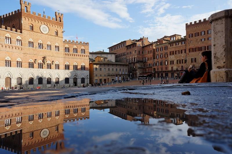 ''Sosta in Piazza del Campo'' - Siena