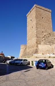 Largo Miroballo, ai piedi del Castello Normanno-Svevo-Aragonese