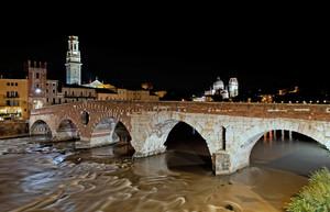 Ponte Pietra notte