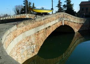 La barca sopra il ponte