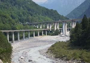 Autostrada e s.s.pontebbana sul torrente