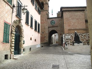 piazza Cavour ed il monumento ai caduti di guerra