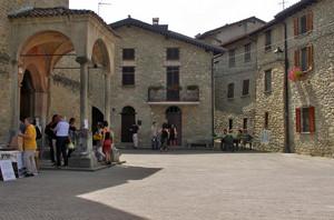 San Ponzo Semola la piazza