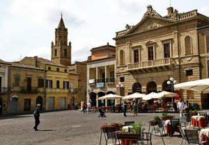 Atri, Piazza Duomo