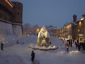 "Piazza del Popolo ""sepolta"" dal nevone del 2012"
