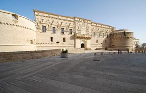 Piazza  davanti al Castello