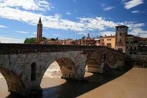 All'ombra di Ponte Pietra