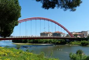 Il ponte rosso sul fiume Centa