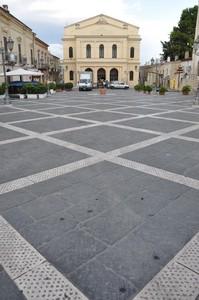 Piazza Matteotti col Teatro Mercadante e coi rombi