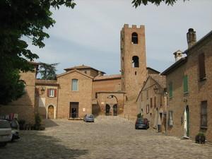 Piazzetta antistante al Castello