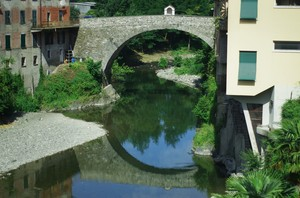 … il Ponte dei Fieschi a Cicagna sotto il cielo azzurro…primaverile…