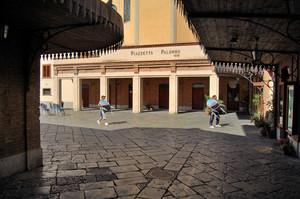 Ingresso in Piazzetta Palombo 1896