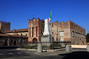 piazza castello Barbò