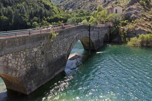 Ponte nel lago di San Domenico