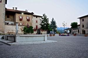 una piazza, una fontana e un castello… una fiaba!