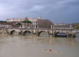 dicono che è l'acqua cheta che rompe i ponti…non sempre…è così…