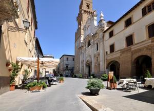 Piazza San Gregorio VII a Pitigliano